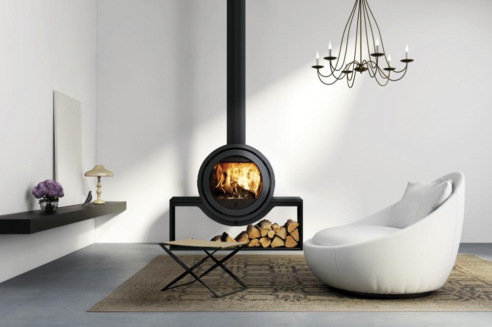 Poêle à bois contemporain rond Odin simple face. Design et performances. Adaptable sur différents supports, accroché au mur ou suspendu au plafond.